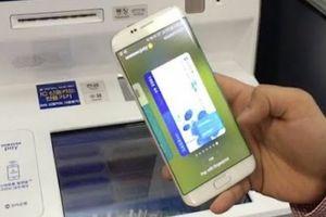 Samsung 'hô biến' smartphone thành bảo bối có thể rút tiền mặt