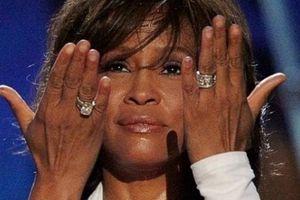 Phim tài liệu tiết lộ Whitney Houston bị chính chị họ lạm dụng tình dục