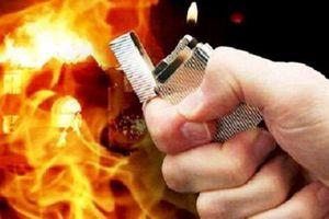Nghẹt thở giây phút nữ chủ quán bị tưới xăng phóng hỏa