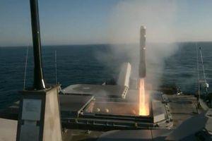 Xem Mỹ lần đầu tiên bắn tên lửa Longbow Hellfire từ tàu chiến