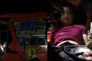 Clip: Xe khách tông vào xe container, dân hợp sức giải cứu tài xế