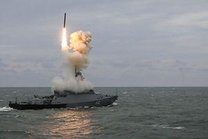 Tàu chiến Nga mang tên lửa trực chiến diệt khủng bố ở Syria