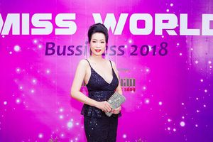Á hậu Trịnh Kim Chi gợi cảm ở tuổi tứ tuần khiến đàn em 'ghen tỵ'