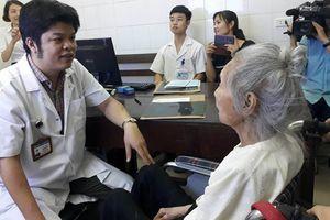 Bác sĩ tiết lộ về ca mổ khó cứu bệnh nhân hơn 100 tuổi sau khi bị ngã gãy xương