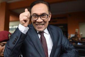 Bước 'dọn đường' đầu tiên cho cuộc chuyển giao quyền lực ở Malaysia