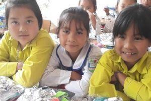 Sơn La: Học sinh vùng cao thích thú với món quà đất nặn