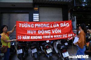 Bán đất nền 10 năm không giao sổ đỏ, chủ Công ty Tường Phong còn dọa hành hung khách hàng