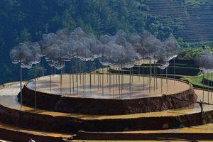 Cộng đồng mạng xôn xao về triển lãm 'Mây pha lê' giữa đồi mâm xôi Mù Cang Chải