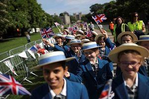 Không khí hân hoan ở Anh trước đám cưới Hoàng gia