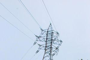Chuyện trụ điện cao thế từ… trên trời rơi xuống (!)