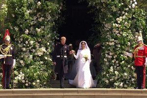 Công tước và Nữ Công tước của Sussex diễu hành quanh thị trấn Windsor
