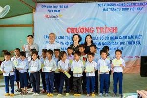 HDBank trao 50 suất học bổng cho học sinh Rơ Măm