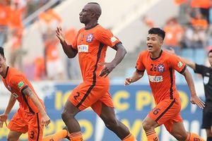 Cựu HLV tuyển VN lên án lối chơi đầy bạo lực của SHB Đà Nẵng khiến cầu thủ của ông phải nhập viện
