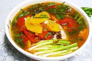 Canh cá nấu dứa chua ngọt xua tan cái nắng mùa hè oi ả