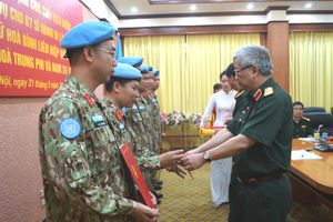 Trao Quyết định và giao nhiệm vụ cho 7 sĩ quan làm nhiệm vụ gìn giữ hòa bình Liên hợp quốc