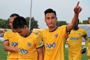 Vòng 8 V-League: Minh Tuấn giúp FLC Thanh Hóa hạ Than QN, Hà Nội vững ngôi đầu