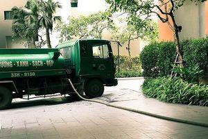 Mới đầu hè, Hà Nội phải dùng xe téc cứu 'khát' cho các khu đô thị