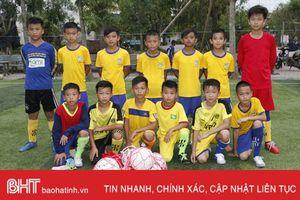 Chiều nay, đội bóng đá nhi đồng Hà Tĩnh thi đấu giao hữu với nhi đồng SLNA