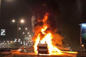 Xe buýt chở nhà vô địch Serbia cháy rụi trong buổi lễ ăn mừng