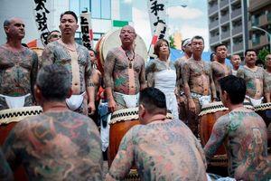 Người Nhật tự hào khoe hình xăm trong lễ hội mùa xuân