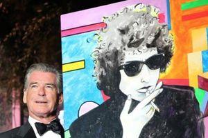 'Điệp viên 007' lần đầu bán tranh tự vẽ đã thu về 30 tỷ đồng