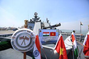 Cận cảnh chiến hạm INS Sahyadri (F-49) của Hải quân Ấn Độ tại Đà Nẵng