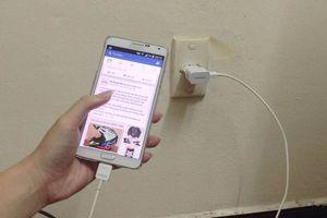 Nghệ An: Mất mạng khi vừa sạc điện thoại vừa chơi game