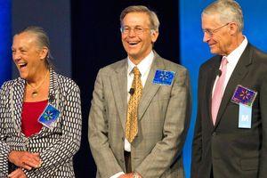 Đại gia đình giàu hơn cả Bill Gates, Warren Buffett