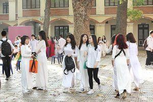 Những nữ sinh xinh đẹp tỏa sáng trong lễ bế giảng THPT Phan Đình Phùng