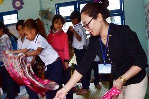 Cô giáo dùng facebook xin tiền xây trường cho trò nghèo