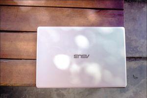 Hình ảnh chi tiết laptop nhẹ chưa tới 1kg, bền theo chuẩn quân đội của Asus
