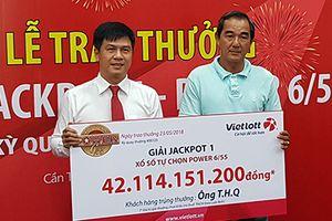 Chủ hãng xe Cần Thơ nhận độc đắc Vietlott 42 tỷ không đeo mặt nạ