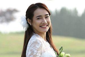 Chuyện showbiz: Nhã Phương diện váy cưới sau ồn ào của Trường Giang