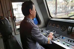 Trải lòng của người lái tàu hơn 30 năm: 'Ám ảnh cảnh thai phụ ôm con ngồi giữa đường tàu'