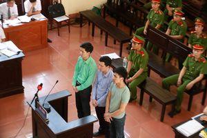 Xử BS Hoàng Công Lương: 'VKS viện dẫn văn bản hết hiệu lực'