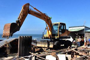 Vũng Tàu: 36 căn nhà dựng trái phép ven biển được tháo dỡ