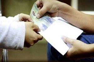 Nhận tiền 'bồi dưỡng', một cán bộ thuế bị buộc thôi việc