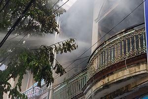 'Bà hỏa' ghé tầng 2 tiệm tạp hóa, nhiều tài sản bị thiêu rụi