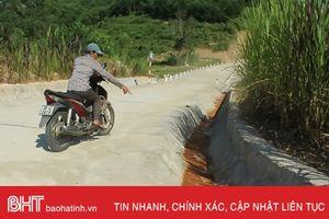 Nước máy 'bẩn', người dân Vũ Quang quay lại nước giếng khoan!