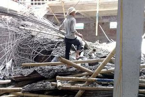 Sập giàn giáo ở Nam Định: Nhiều người mắc kẹt, la hét thảm thiết
