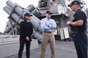 Thân mật với thủy thủ dưới quyền, hạm trưởng tàu khu trục tên lửa Mỹ bị cách chức