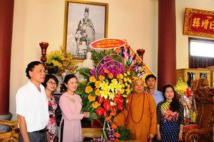 Phó Chủ tịch Trương Thị Ngọc Ánh thăm, chúc mừng Đại lễ Phật đản tại tỉnh Kon Tum