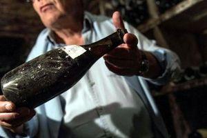 Chai rượu vang hơn 120.000 USD