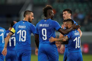Balotelli giúp HLV Mancini có màn ra mắt tốt ở tuyển Ý
