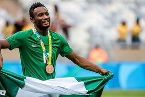 Trước thềm World Cup 2018: HLV tuyển Nigeria cấm các cầu thủ `bắt bò lạc`