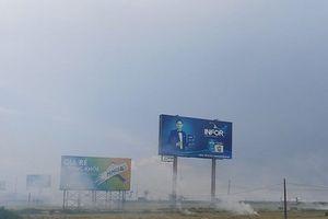 Hà Tĩnh: Kịp thời xử lý hiện tượng khói mù do nông dân đốt rơm rạ bên quốc lộ