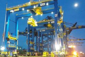 Năm cẩu trục bánh lốp từ Dung Quất đã cập cảng Krishnapatnam (Ấn Độ)