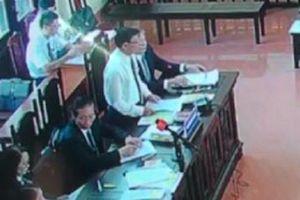 Xét xử bác sỹ Hoàng Công Lương, luật sư nói: 'Không phải thích trả lại hồ sơ là trả đâu'