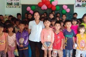 Cô gái khuyết tật 7 năm dạy học miễn phí cho trẻ em nghèo
