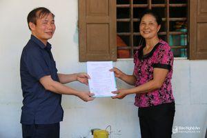 Người dân tham gia BHXH tự nguyện vui nhận chế độ hưu trí